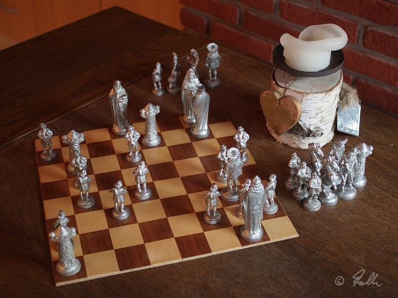 Fleamarket acquired Chess Pieces are still working   © Falk 2016